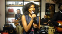 MUSIC: Yakoto – eine Soulsängerin vom anderen Stern! Live-Mitschnitt von der Tommy Hilfiger Store-Eröffnung 2012 in Hamburg more…