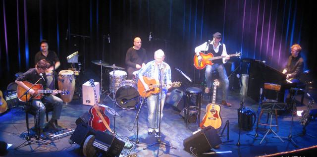 MUSIC: Norddeutschlands Liedermacher EDDY WINKELMANN umarmte sein Publikum more…