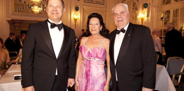 HIGHLIGHT & CHARITY: 16. Blauer Ball im Hotel Atlantic zugunsten der Kinderkrebsstation Hamburg Eppendorf more…