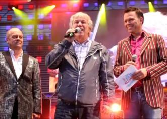 CHARITY: ElbAllianz – Stars singen zugunsten der Flutopfer – Initiatoren Corny Littmann & Rolf Zuckowski more…
