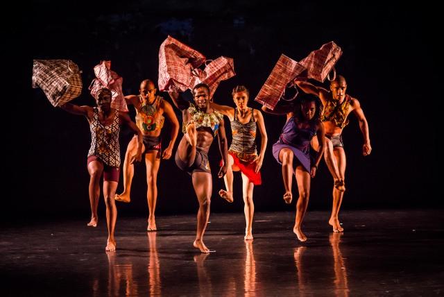 THEATER & CHARITY: AFRIDYSSEY – Beeindruckende Tanzinszenierung für globalen Fortschritt am 1. und 2. November im Hamburger Sprechwerk more…