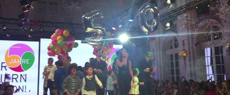 Ernsting`s family wird 50! RED CARPET – Stars und Ausschnitte der aktuellen Show im Hotel Atlantic Kempinski