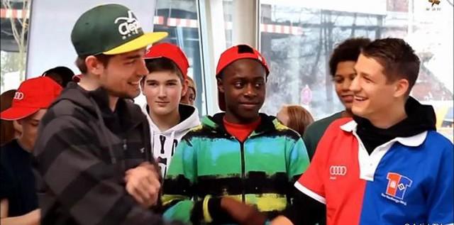 """CHARITY: Filmreportage – Mit HSV Star Ivo Ilicevic beim Audi-Partner Autohaus Wichert für das Hamburger Weg-Projekt """"Praktisch gut"""" more…"""