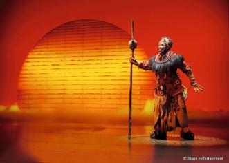 """THEATER: Das Musical """"DER KÖNIG DER LÖWEN"""" – seit 12 Jahren eines der größten Attraktionen im Hamburger Kulturtourismus. more…"""