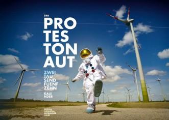 PHOTO ART: 12 Monate Protestonaut – Hamburger Fotografin veröffentlicht Wandkalender mit Motiven zu gesellschaftspoltischen Themen more…